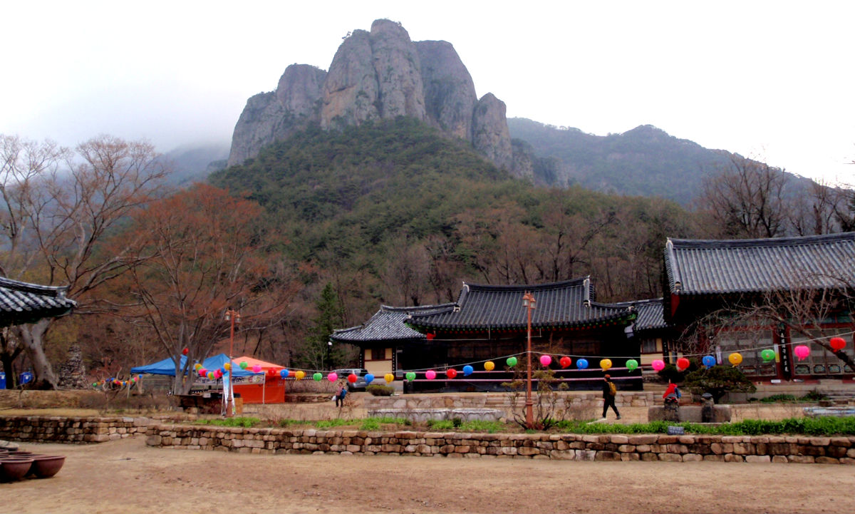 Daejeonsa and rocks